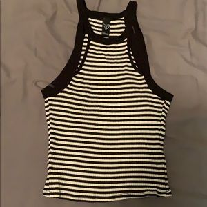 Stretchy and cute black and white top